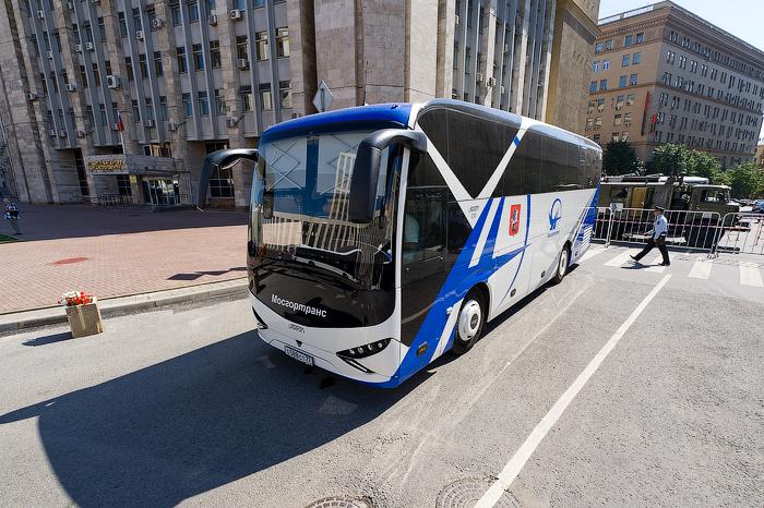 bus_parade_50.jpg